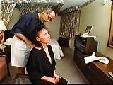 Aziatische volwassen hotelmedewerker anale en gezicht