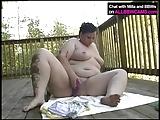 BBW werkt haar vet kut op balkon 1