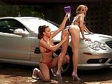 Bij de autowasserette