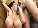 Duitse grote tieten moeder