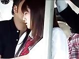 Japans schoolmeisje betast en geneukt in de bus