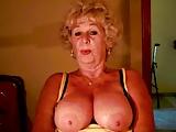 Jarige oma gebruikt haar dildo
