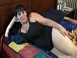 Mollige Huisvrouw maakt haar eerste Sex Tape