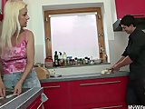 Oma geeft pijpen en eikels haar schoonzoon