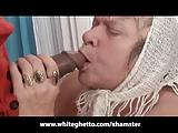 Oma masturbeert