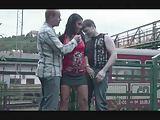 Openbare trio op een treinstation