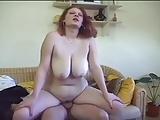 Pubertje ontdekt voor het eerst haar lichaam