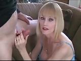 Rijpe blonde slet Melanie geniet twee lullen