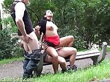 Riskante Trio op een openbaar park!