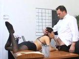 Secretaris Sativa Rose in panty neuken op haar bazen bureau