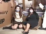 Twee Grote Mooie Meisjes in Bondage