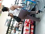 Twee vriendinnen vervelen zich en pakken hun dildos