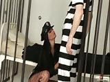 Waanzinnig heet politieagent neuken een gevangene.